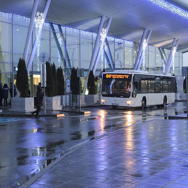 Остановка автобуса №84 в аэропорту Софии