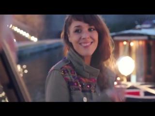«Je Veux» («Я хочу») поет Изабель Жеффруа́  — французская певица, выступающая под псевдонимом ZAZ