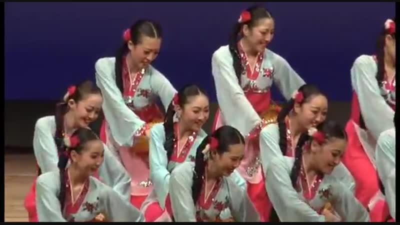 제8차 조선무용경연대회 군무 《사과풍년》 Северокорейский танец