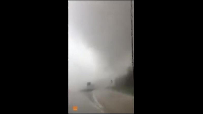 В США торнадо снес автомобиль с дороги 1