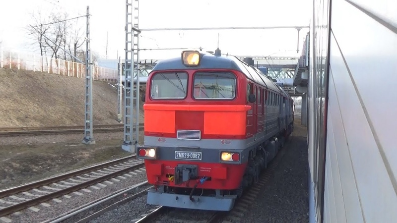 Тепловоз 2М62У-0082 с грузовым поездом, проследует станцию МЦК Андроновка