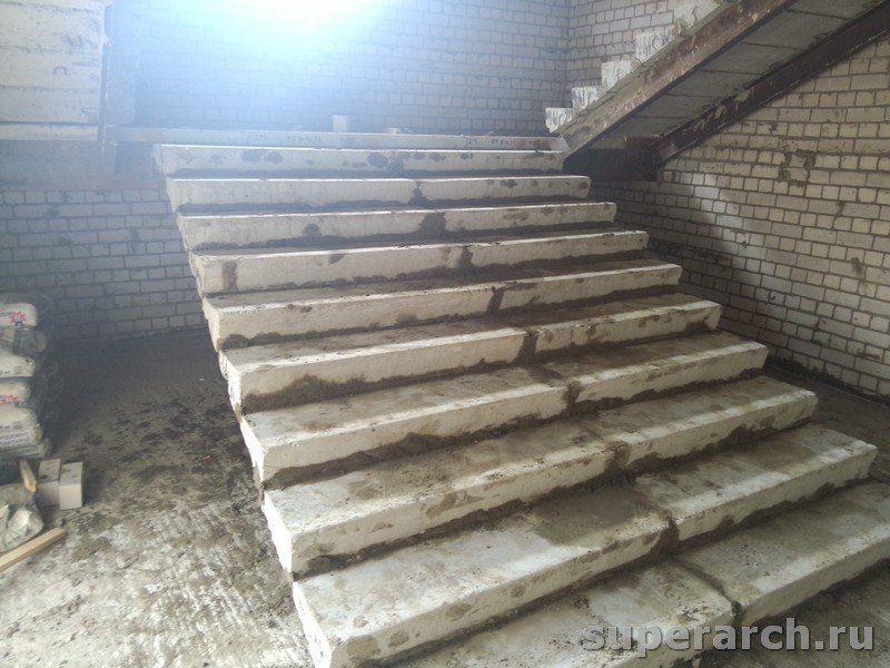 Сборная бетонная лестница по косоурам из швеллера