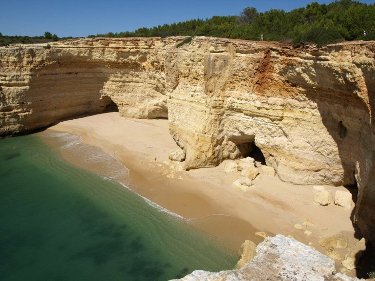 Алгар-де-Бенагил. Пляж в пещере. + Фото, изображение №4