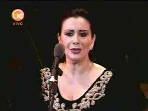 Veronica Villarroel canta Sola, perduta, abbandonata...