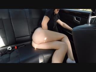 Молодая шалунья тянка hot girl masturbating on back seat of the car and wasn't caught - mini diva