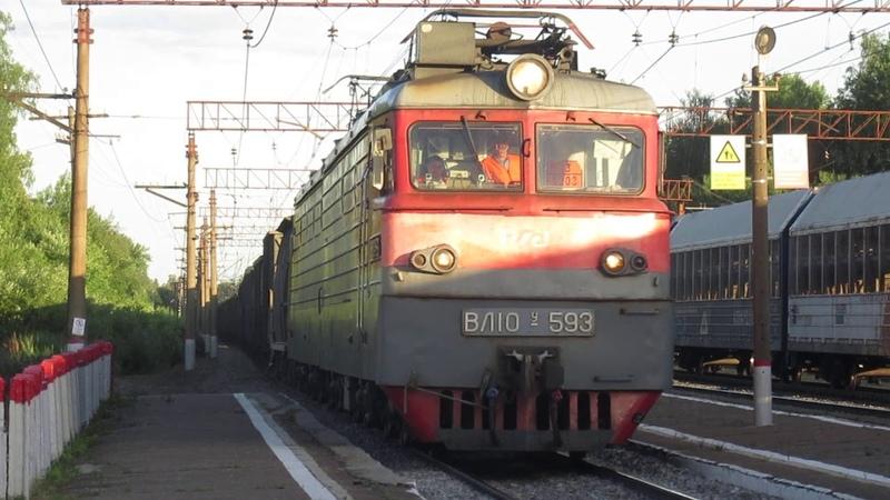 ВЛ10-332 со снегоочистителем СМ-2 ГМ, ВЛ10У-593 с грузовым поездом станция Акулово 25.06.2019