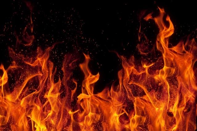 Gau084UYqoA - Спасатели МЧС России ликвидировали пожар в частном жилом двухквартирном доме,