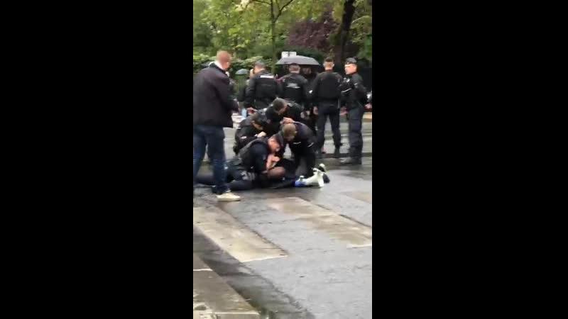 Arrestation adama Traoré acte 40 paris.mp4