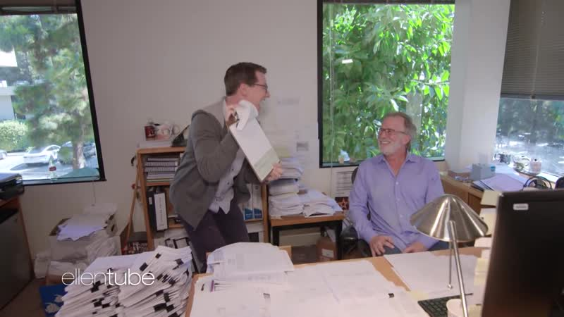 Guest Host Sean Hayes Negotiates His Salary with an Unsuspecting WB Accountant