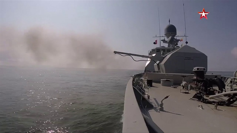 Каспийской флотилии 297 лет: эффектные кадры стрельб кораблей