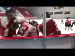 Китайские игроки вдвоём жестоко избили не сопротивлявшегося соперника