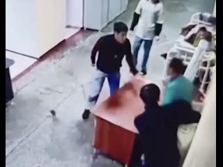 Пациенты сбежали из психбольницы в Иркутске NR