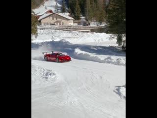 Ferrari 488 Challenge EVO на льду