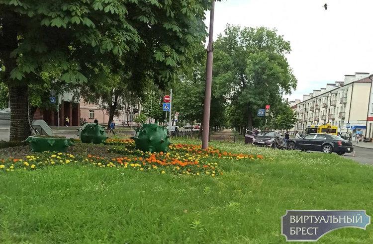 На перекрёстке Гоголя и бульвара типичное для этого места ДТП