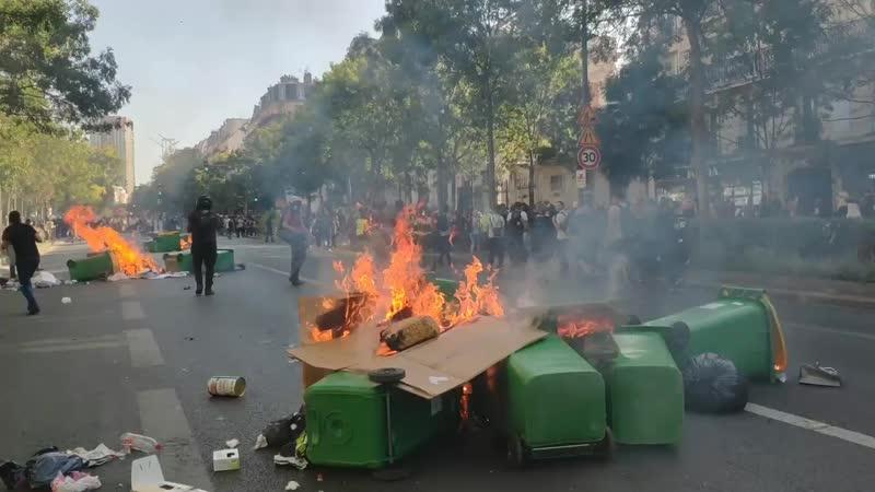 21 09 19 Une marche plus chaude que le climat Des feux et des barricades se forment un peu partout..mp4