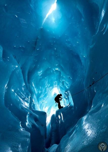 Ледяные пещеры ледника Горнер Горнер ледник в швейцарской части Пеннинских Альп (кантон Вале), второй по размерам ледник в Альпах. Длина ледника 14 км, площадь 69 км²), ширина до 1.5 километров,