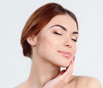 Процедуры контурных нитей вставляют под кожу тонкую проволоку, чтобы помочь устранить морщины.