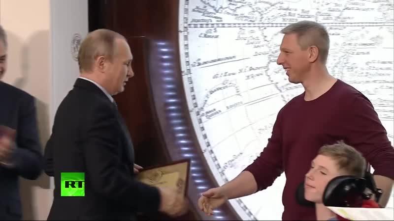 Russia Today - Владимир Путин вручает награду проекту Доступная планета