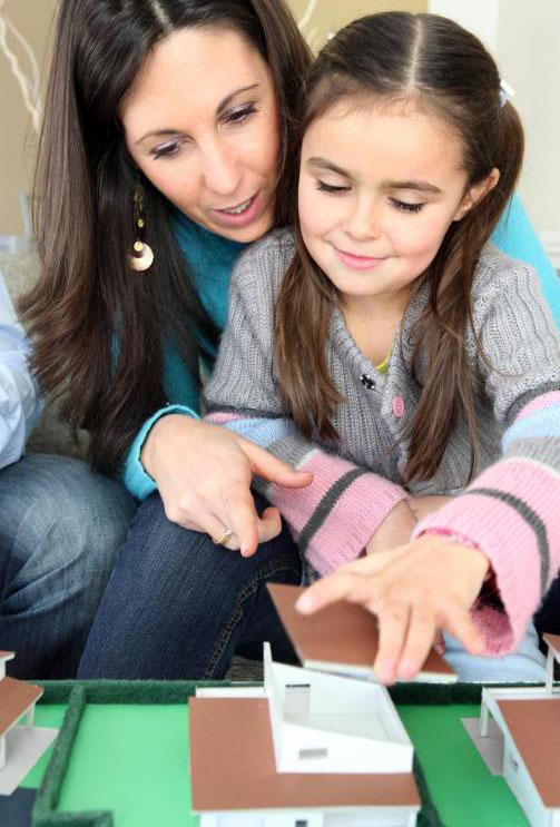 Дети улучшают свою мелкую моторику и координацию посредством обычной игры.