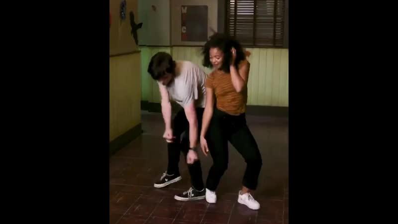 Танец Харви и Розалинды