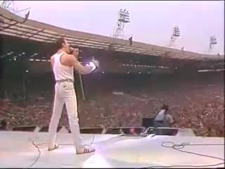 Легендарное выступление группы Queen на фестивале Live Aid состоялось 34 года назад NR