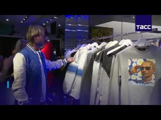 В центре москвы открылся магазин aizel x team putin.