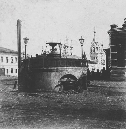 Предтеченский фонтан. Располагался на ул. Рождественской (ныне ул. Ленина)