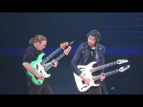 Mr Big Paul Gilbert and Billy Sheehan solo live budokan 2009
