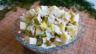 Полезный Перекус. Лёгкий Салат с сельдереем и яблоком.