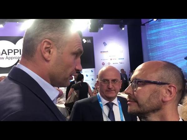 Разговор Кличка и Гусовкого во время саммита YES