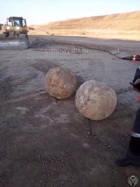 Загадочные круглые камни в карьере в Бурятии