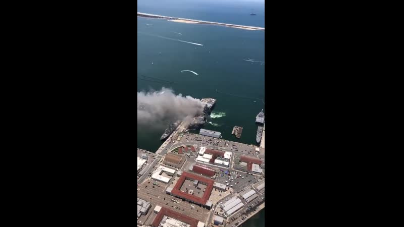 Explosion à bord du USS Bonhomme Richard (LHD-6), base navale de San Diego.