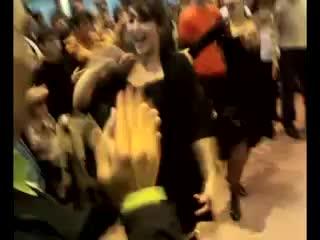 девчёнки ,тоже отлично танцуют лезгинку !!!