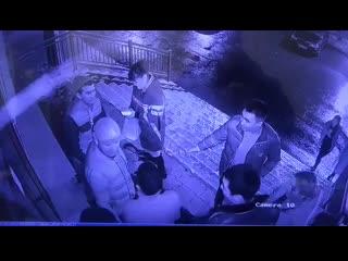 Качок быканул на улице, а он оказался боксёром и вырубил его