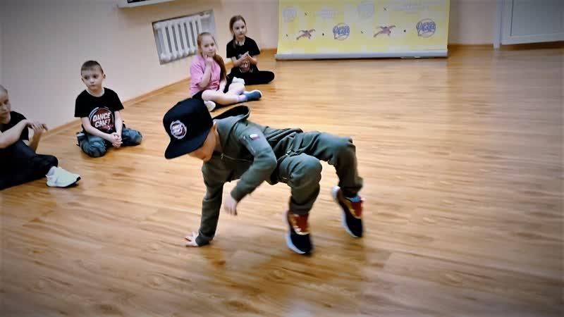 Маленький хопер Танцор Леон 6 лет 2020