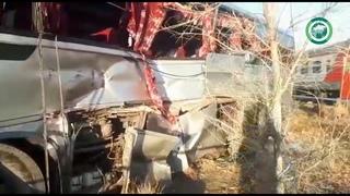 Опубликованы фото и видео с места столкновения электрички и автобуса под Астраханью