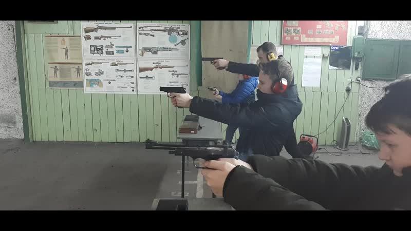 Дети от 12 лет свободно стреляют в тире без ограничений из пистолетов: Макарова, Марголина и Иж-35М. Оружие огнестрельное.