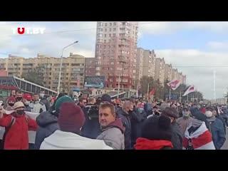 Журналисты СТВ снимают протестующих, а те скандируют им Позор!