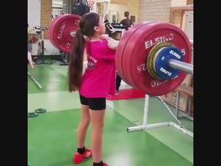 Strength of Body. Молодая спортсменка делает толчок штанги