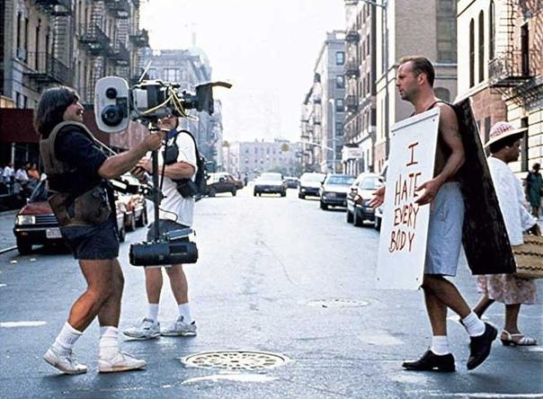"""Брюс Уиллис на съемках фильма """"Крепкий орешек3"""", НьюЙорк, 1994 год."""