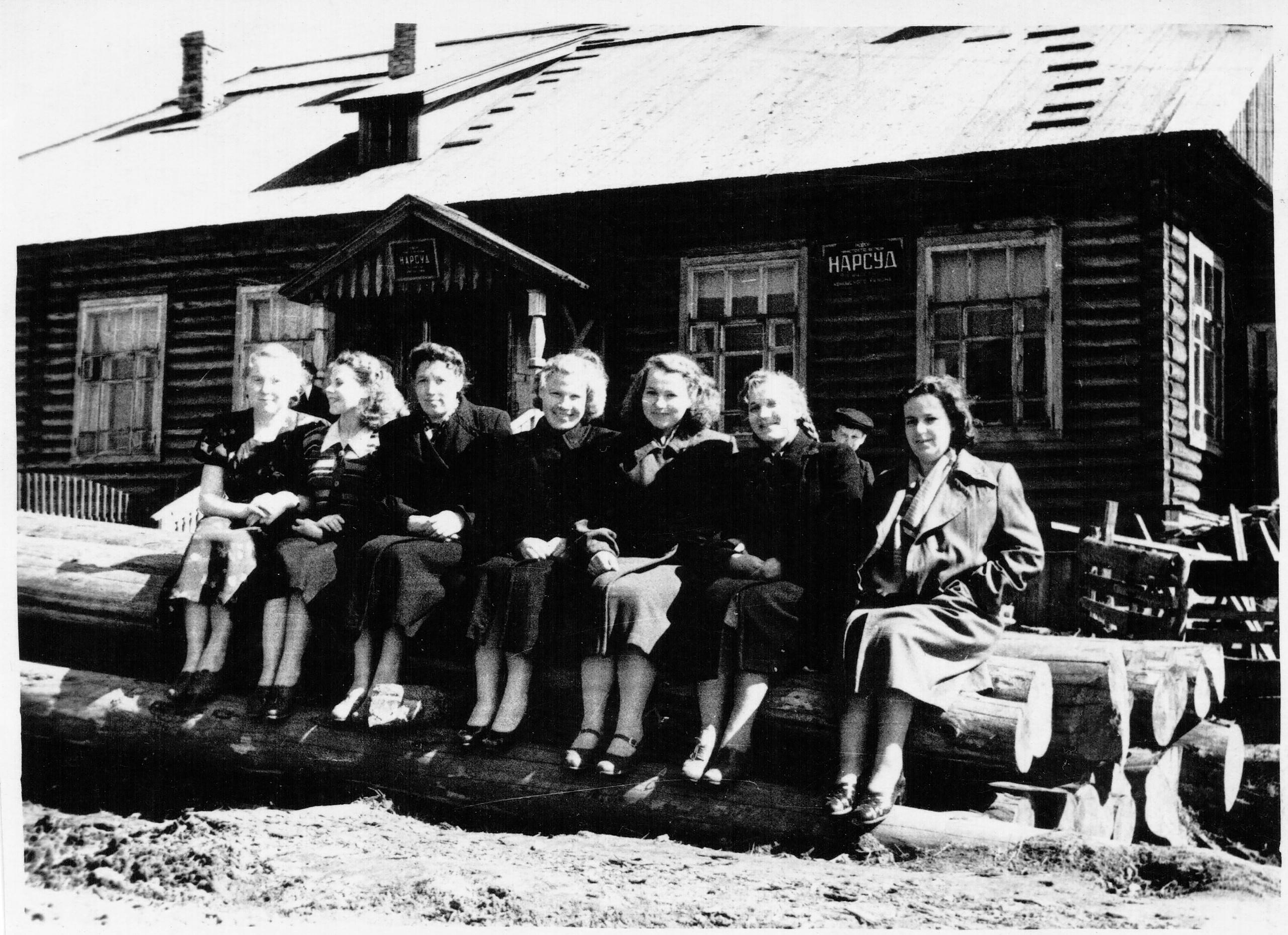 Фото 1956-го года, девушки - работники Коношского