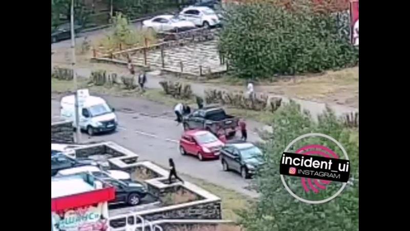 01 Сентября в 13 45 на улице Димитрова 8 летняя девочка попала под колеса пикапа которая на запрещающий сигнал светофора перебе