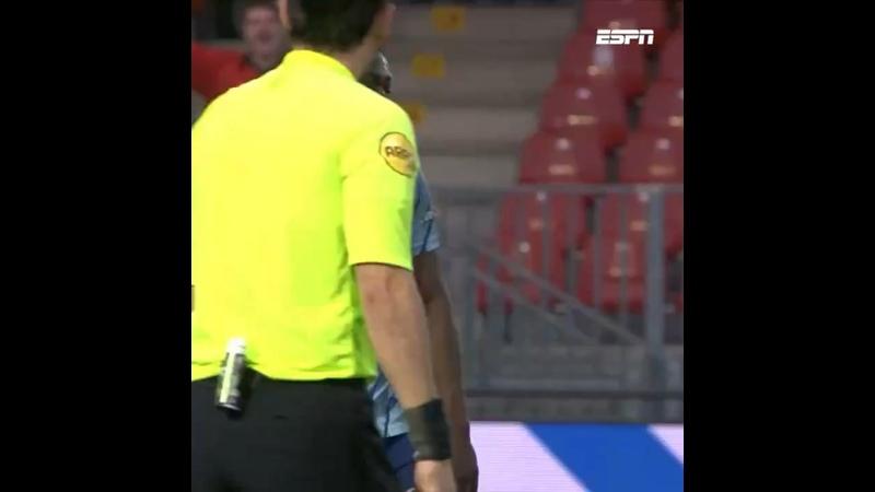 Бробби промахнулся с пенальти послав мяч за пределы стадиона