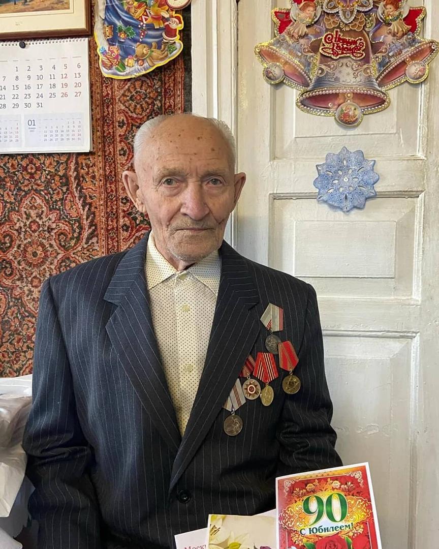 Сегодня поздравления с 90-летним юбилеем принимает труженик тыла из Петровска Геннадий Иванович ЛЕОНОВ