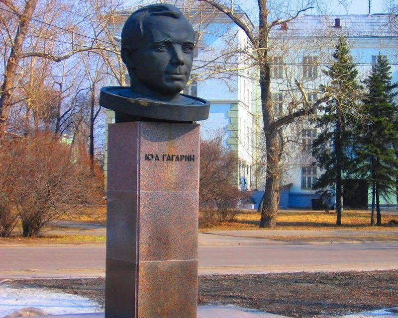 Борьба газет за космос или как придумали название бульвару Гагарина, изображение №6