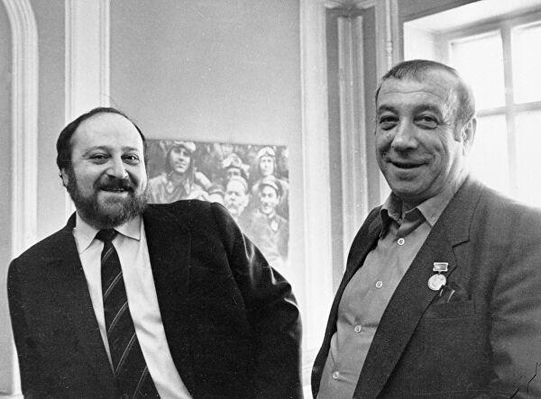 Григорий и Аркадий (справа) Вайнеры