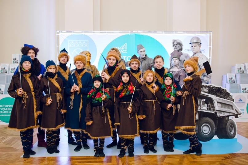 Танцоры «Вдохновения» стали участниками театральной постановки на презентации книги «История Гурьевского района»