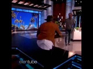 Зак Эфрон танцует