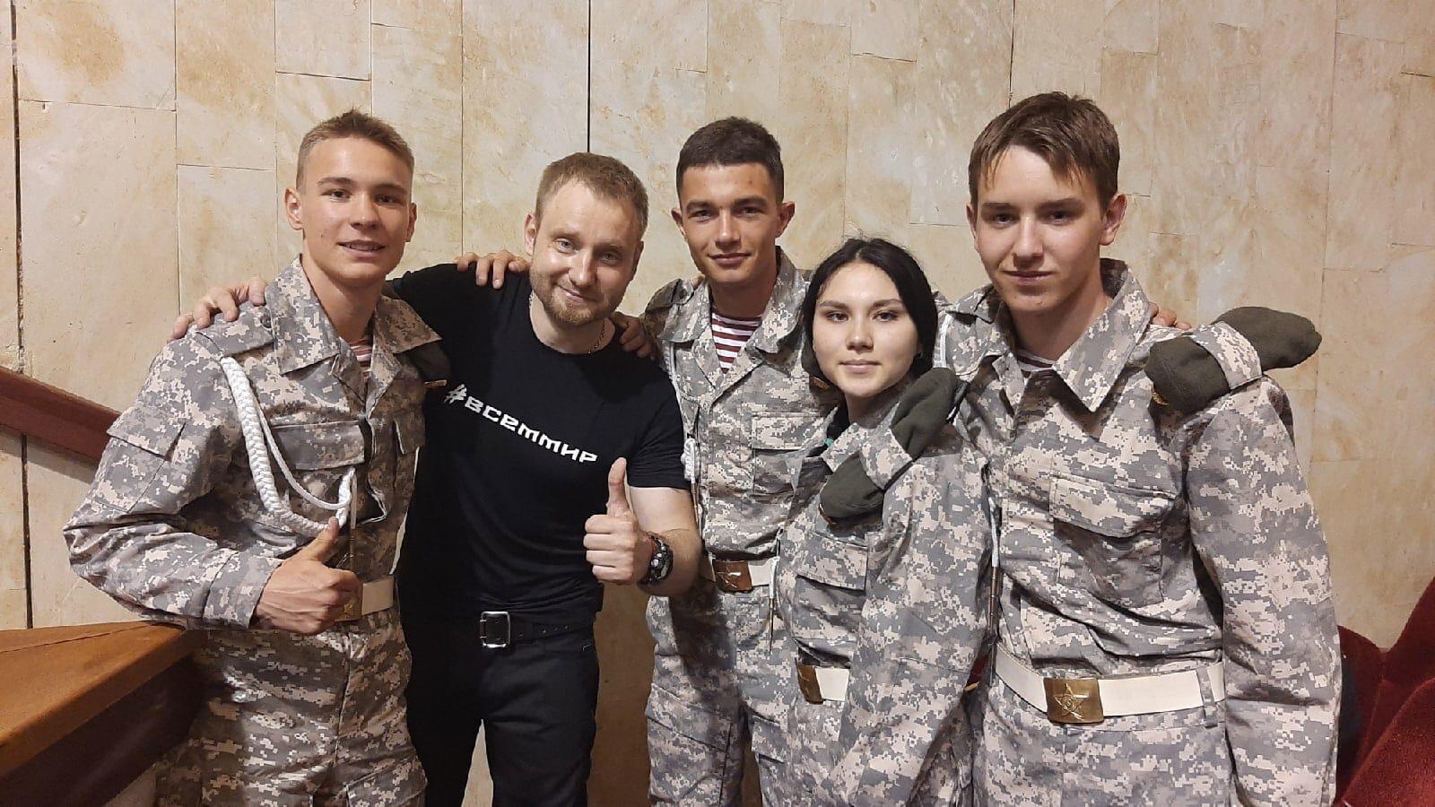 Концерт автора-исполнителя патриотических песен Алексея Хворостяна