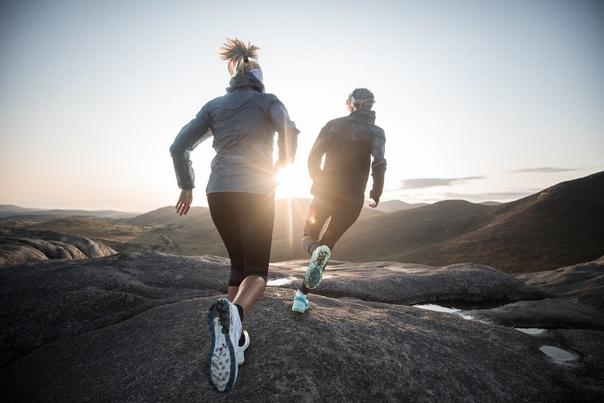 Все знают, что бегать полезно и дело не только в стройных ногах. Благодаря бегу мы меньше нервничаем и переживаем, мы чувствуем себя счастливее и мыслим яснее, мы становимся здоровее.